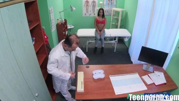 FakeHospital E216 Hannah Doctor seduces sexy holiday maker