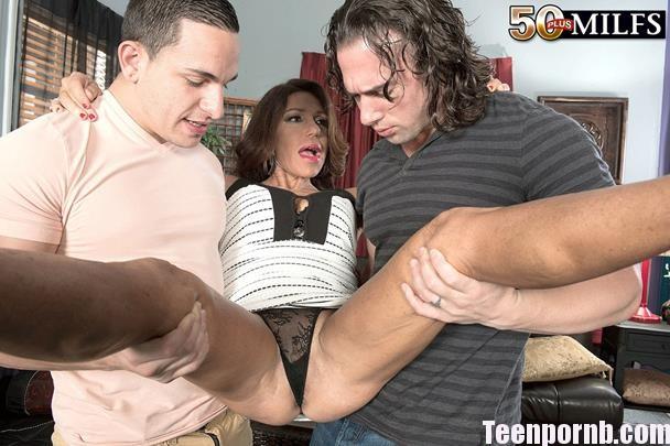 ScoreHD Layla LaMora Layla fucks her son's friends full hd mom 3gp mobil porn spankbang