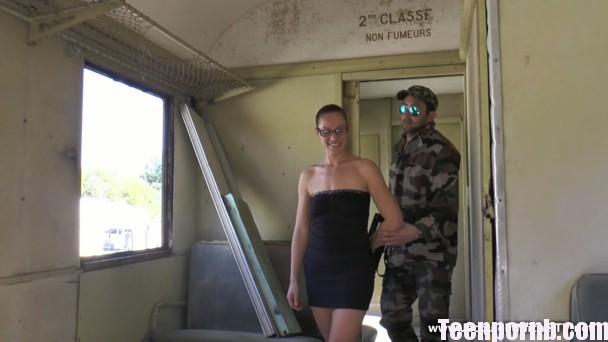 Audrey se soumet a un militaire! Anal porn Full HD
