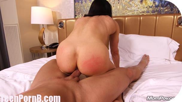Young lesbian fucking milf girlfriend video
