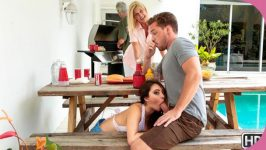 SneakySex Quinn Wilde Cumming To The Cookout