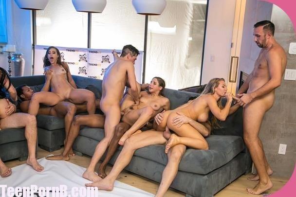 Lesbian Anal Strap Orgy