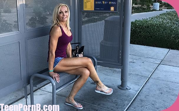 MomPov Fit blonde cougar MILF porn newb